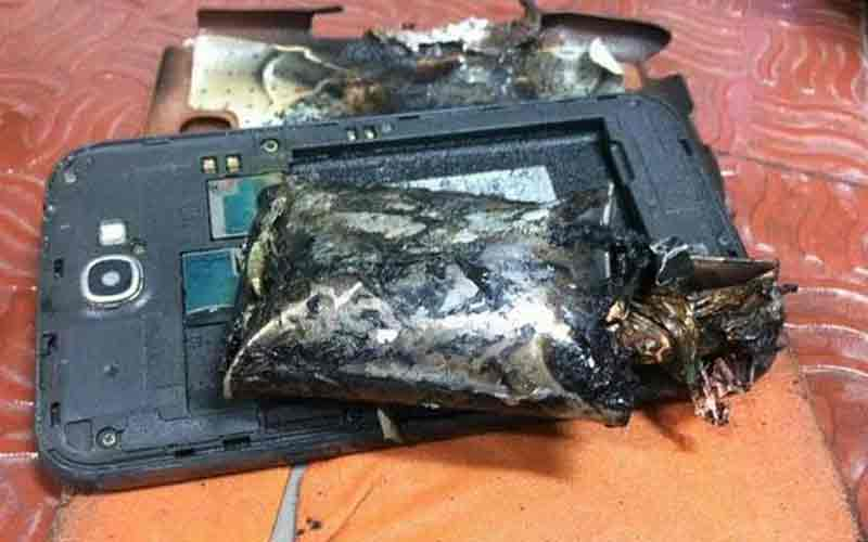 First incident of Samsung Phone catches fire in India