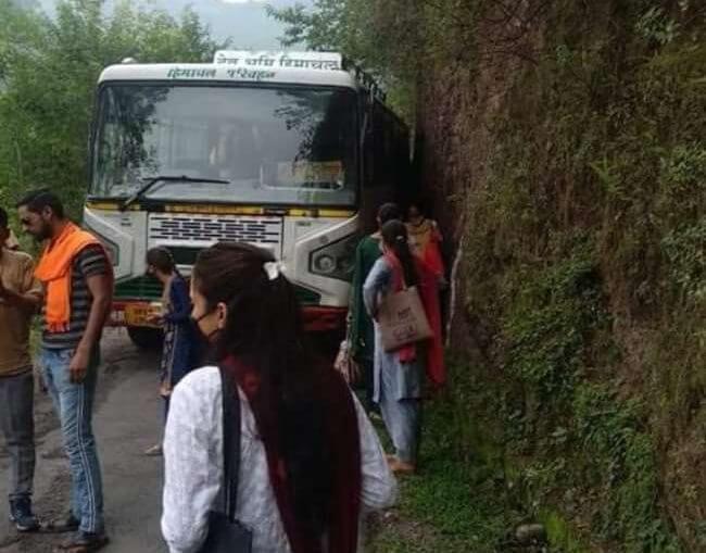 एचआरटीसी बस की ब्रेक फेल