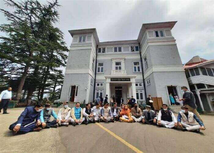 विपिन सिंह परमार को पद से हटाने की मांग